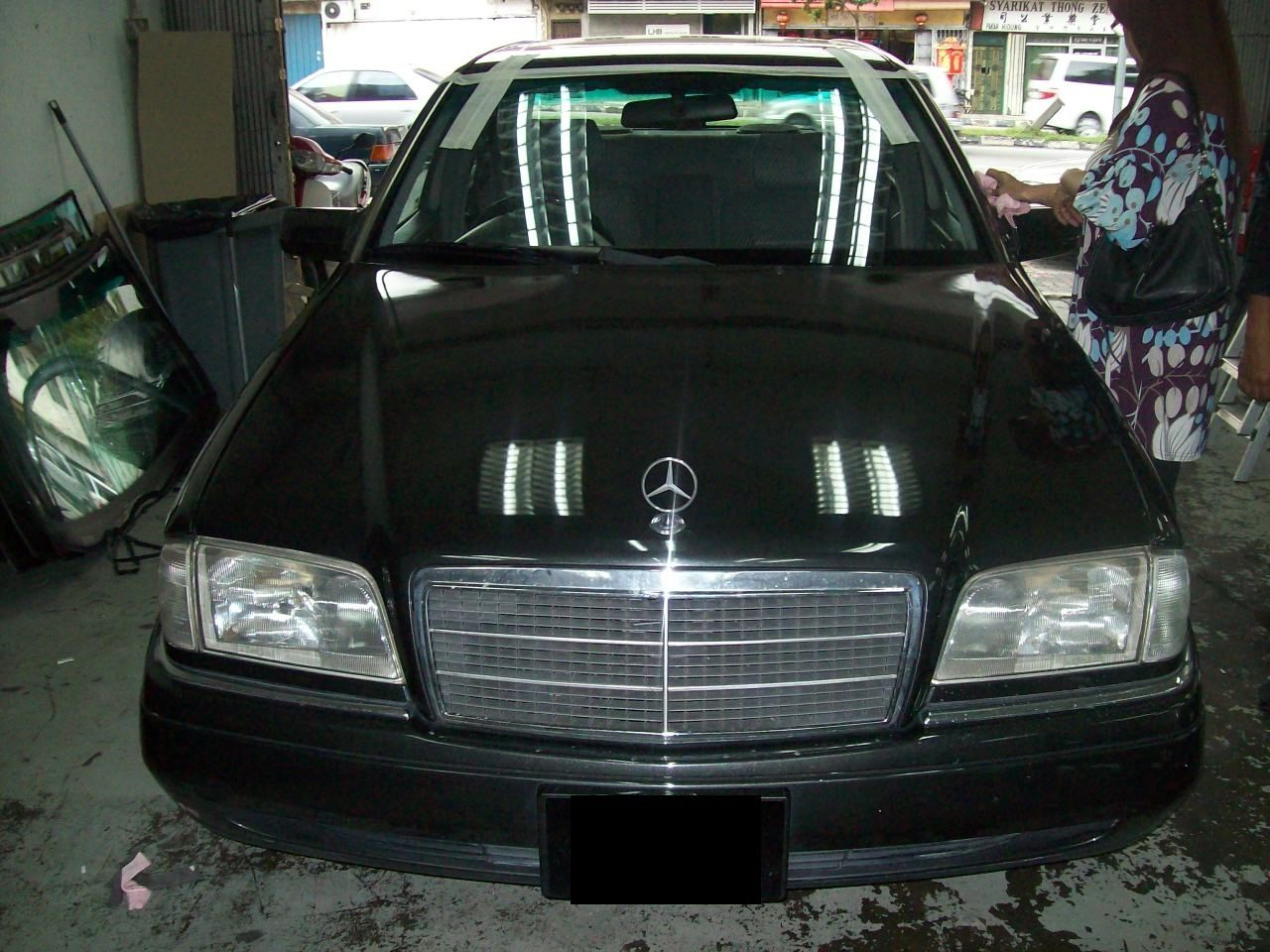 W126 Windshield Specialist